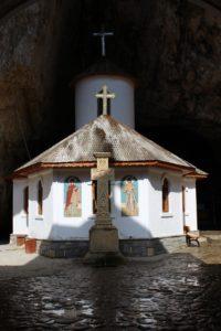 Monastero interno alla grotta