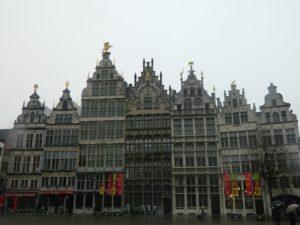 Tipici palazzi che affacciano sul Grote Markt