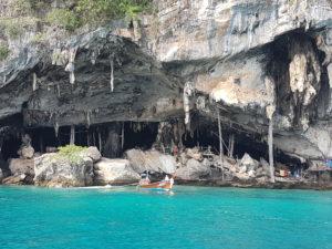 La grotta (!?!). Dentro sarebbe forse stata bella...ma così proprio no.