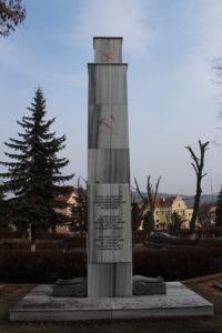 """Monumento al centro del """"cimitero"""""""