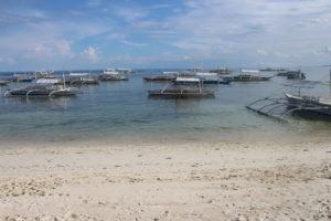 Alona Beach e le sue barche tipiche