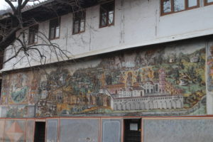 Dipinti che adornano le pareti delle strutture presenti