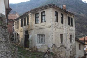 Gran parte degli edifici di Bachkovo sono messi così...
