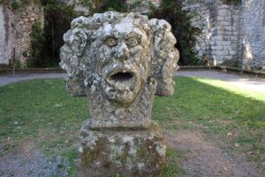 Testa a quattro facce di un antico dio romano