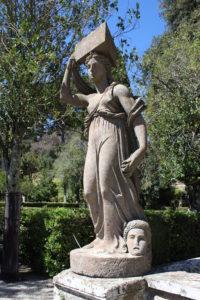 Statua nel giardino di Villa Farnese