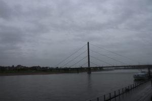 Il Reno che bagna l'Alstadt di Dusseldorf: c'è decisamente di meglio