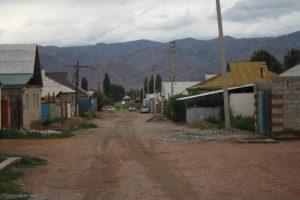La strada della mia Guest Hose a Kochkor