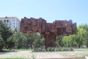 Un monumento assai strano...