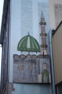"""""""Qui c'è la Moschea...altrimenti non la si vedrebbe neanche"""""""