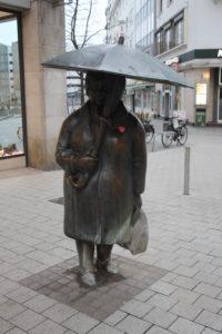 La donna con l'ombrello