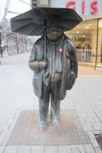 L'uomo con l'ombrello