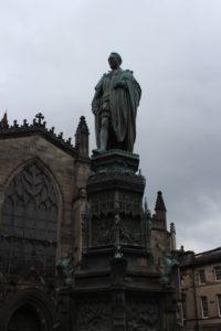 Monumento a Walter Montagu Douglas Scott