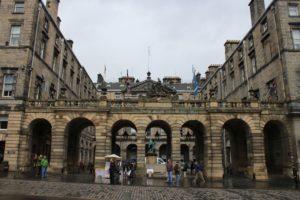 Primo accesso al Municipio di Edimburgo