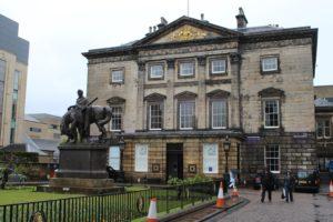 Dundas House e Monumento equestre