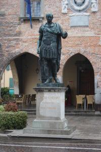 Monumento a Giulio Cesare