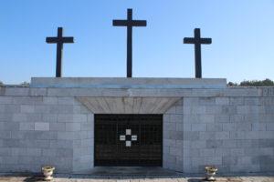 La Cappella Votiva e le Tre Croci di Bronzo