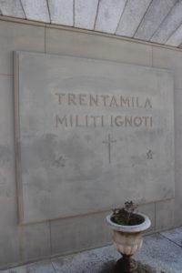 Una delle due tombe dei militi ignoti