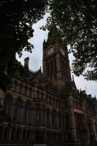 Scorcio della facciata del Municipio di Manchester