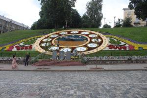 Orologio floreale e...lapidi commemorative