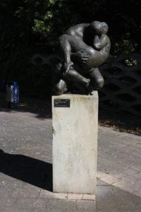 Statua sul lungofiume - 2