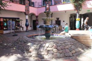 Hundertwasserhaus - la fontana interna