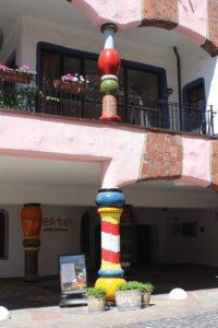 Hundertwasserhaus - esempi di colonne bizzarre