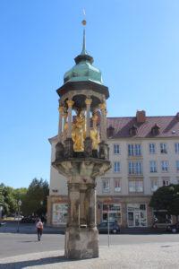 Il Cavaliere di Magdeburgo e le vergini sulla colonna-baldacchino