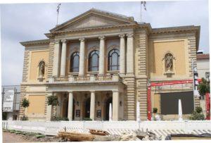 Il Teatro dell'opera. Sembra una foto del tempo di guerra...