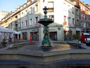 """Fontana in """"Rue Saint-Pierre"""""""