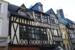 Uno dei tanti esempi di case a graticcio di Rouen