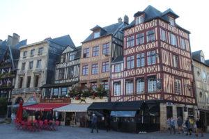 Colpo d'occhio su Place du Vieux Marchè