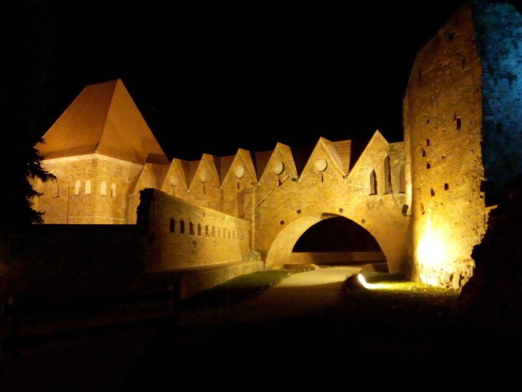 Castello Teutonico in notturna