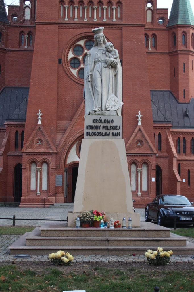 Davanti alla Chiesa di Santa Caterina