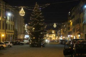 Bellissima illuminazione natalizia a Piazza Mazzini