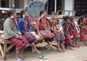 Donne locali nell'area attrezzata delle Cascate Tad Yuang