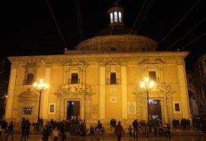 Basilica de la Mare de Deu dels Desemparats di sera