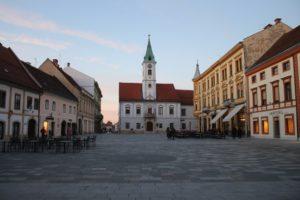 Panoramica della Piazza del Municipio