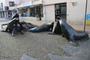 Scultura con le foche