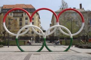Di fronte all'Olimpia Park