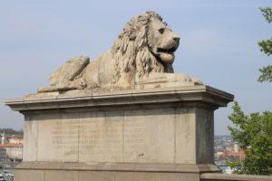 Leone che difende il Ponte delle Catene