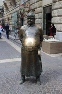 Statua del Poliziotto Grasso