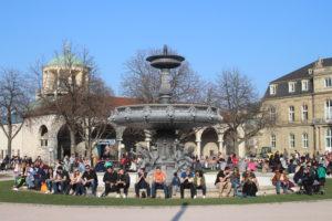 Una delle due fontane gemelle in Schlossplatz