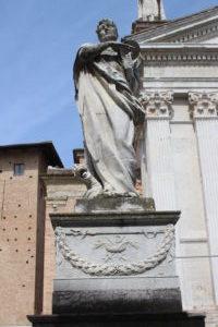 Duomo di Urbino - una statua