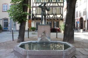 Statua-Fontana del Pifferaio