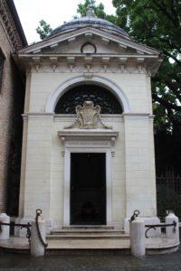 Tomba di Dante - Esterno