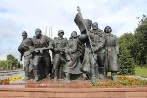 Memoriale Le Tre Baionette - statue sulla destra