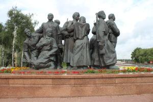 Memoriale Le Tre Baionette - statue sulla sinistra