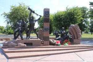 Monumento di fronte a Porta Terespol'skiye