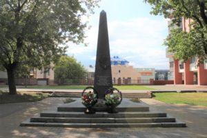 Obelisko per I.s. Lazarenko