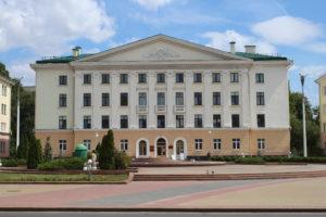 Uno dei palazzi di Piazza Lenin